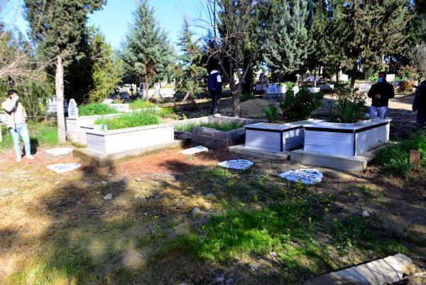 15 Temmuz şehidi ikiz polislerin mezarlarına alçak saldırı! Acılı babanın gözyaşları yürek burktu