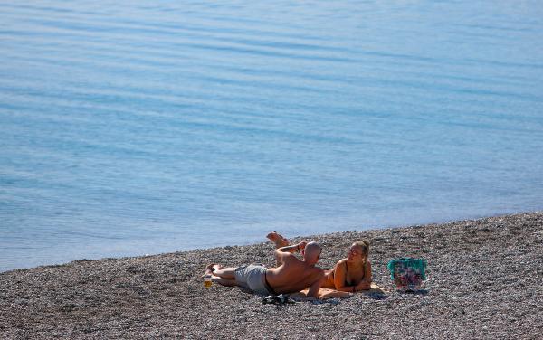 56 saatlik kısıtlamada sahiller turistlere kaldı, güneşin ve denizin tadını çıkardılar