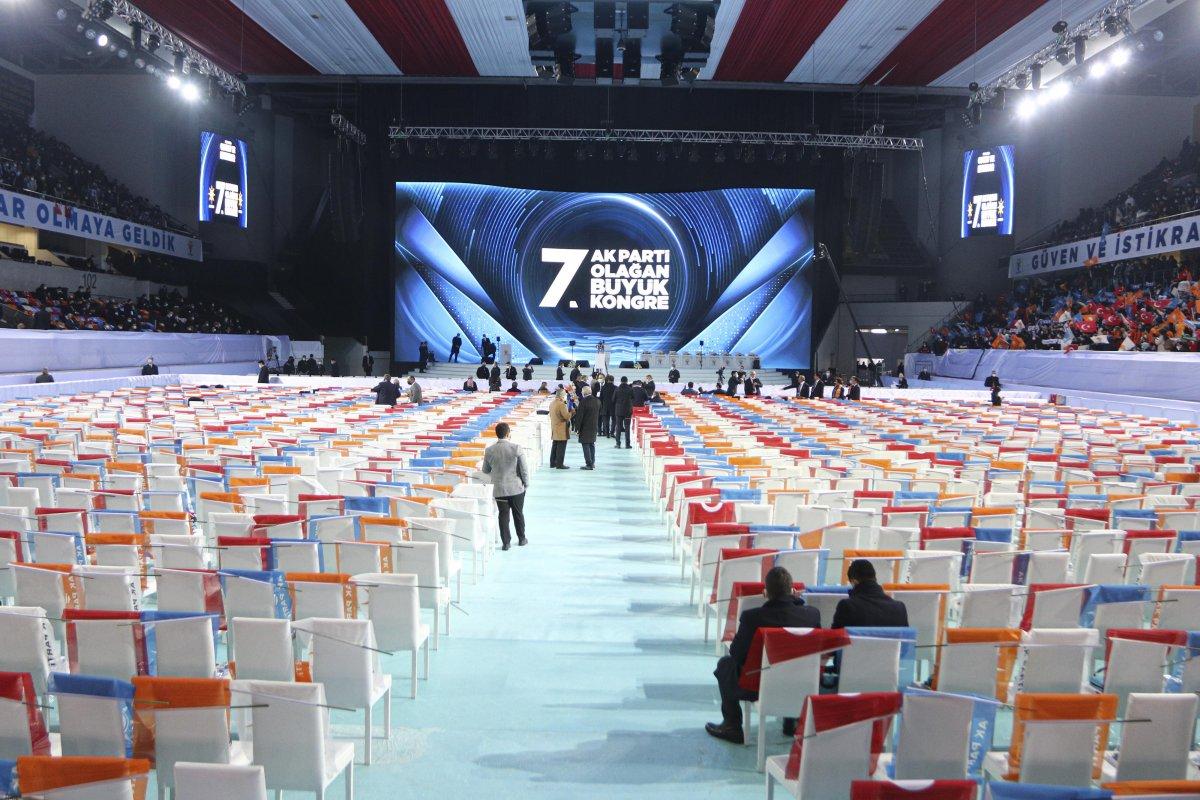 AK Parti'nin 7'nci Olağan Büyük Kongresi için partililer salona alındı #1