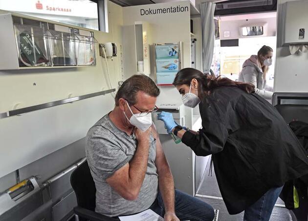 Almanya aşı olanlara haklarını iade etmeye hazırlanıyor