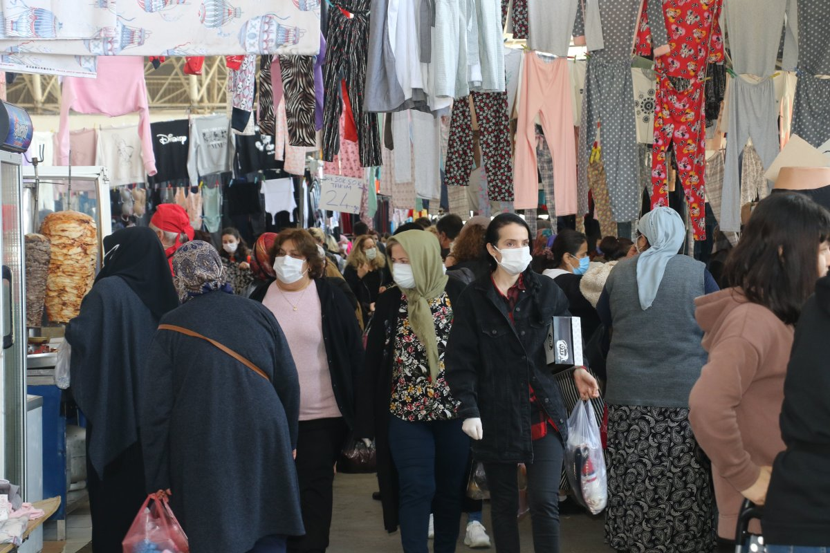 Antalyalılar pazarlara akın etti #4