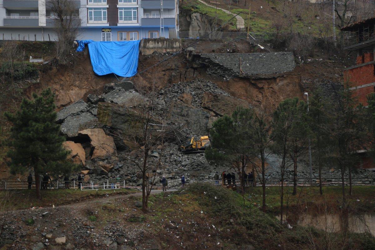 Artvin'de inşaatın temel kazısı sırasında istinat duvarı çöktü #2