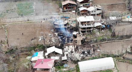 Artvin Ortaköydeki yangının yaraları sarılıyor