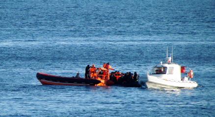 Çeşmede lastik bot alabora oldu: 3 göçmen hayatını kaybetti