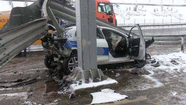 Beşiktaş'ta sivil polis aracı, trafik polisi aracına arkadan çarptı: 3 polis yaralandı