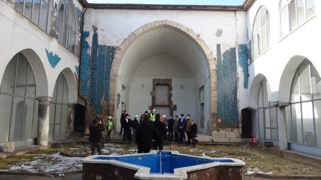 Çinilerine paha biçilemeyen 8 asırlık Gök Medrese'de restorasyon başladı
