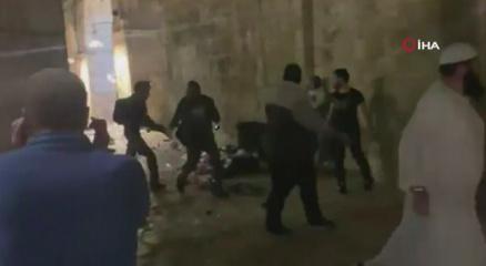 İsrail güçlerinden Mescid-i Aksada Filistinlilere saldırı!
