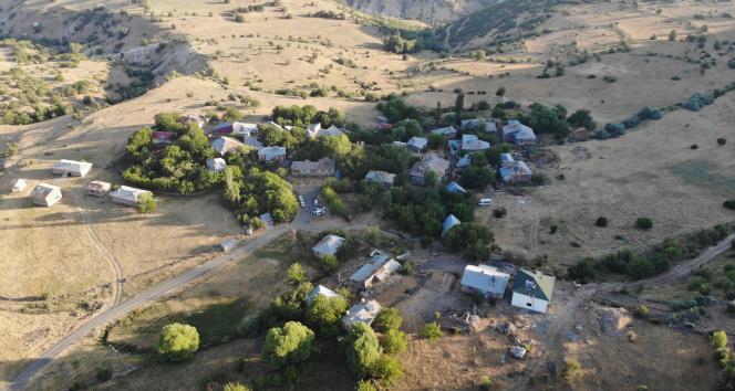 Deprem en çok Elazığı etkiledi, hasar gün ağarınca ortaya çıktı