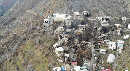 Artvinde 60 hanenin yandığı köy havadan görüntülendi