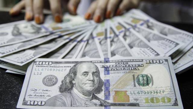 Güne düşüşle başlayan dolar 7,45'ten işlem görüyor