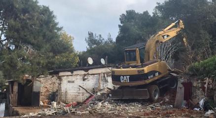 Burgazadadaki son ahırlar da İBB tarafından yıkıldı