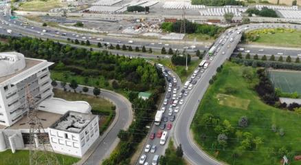 Kuyumcukentte İBBnin yaptığı kavşak çalışması trafiği kilitledi
