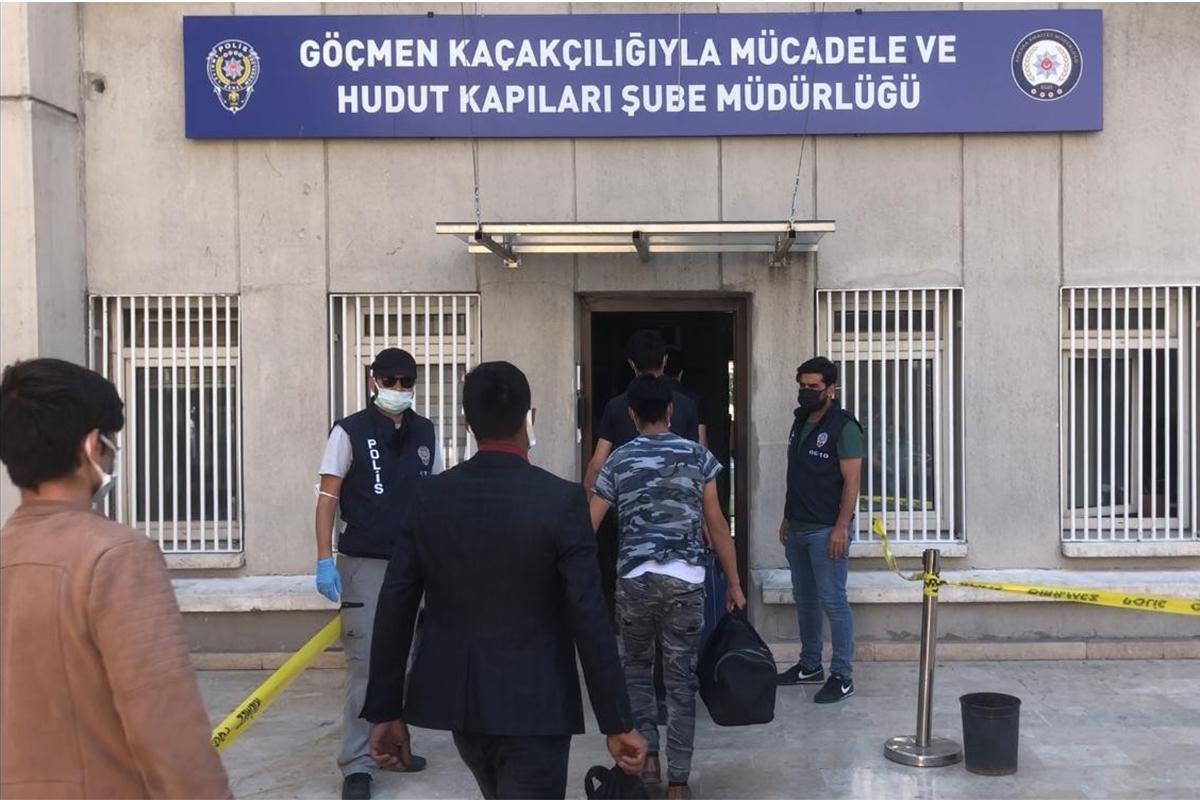 İran üzerinden Türkiyeye giren 32 Afgan göçmen yakalandı