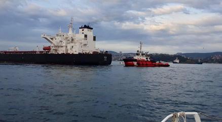 Tanker sahile sürüklendi, İstanbul Boğazı trafiği durduruldu