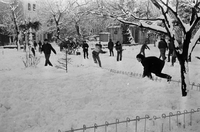 İstanbul'da kar kalınlığının 1 metreyi bulduğu 1987 kışının fotoğrafları ortaya çıktı