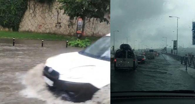 İstanbulda sağanak yağmur bazı yolları göle çevirdi