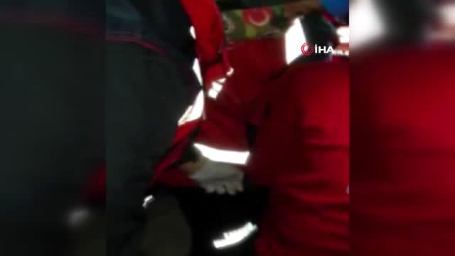 İzmir'de enkaz altında kalan bir kadını Sakarya UMKE ekibi kurtardı