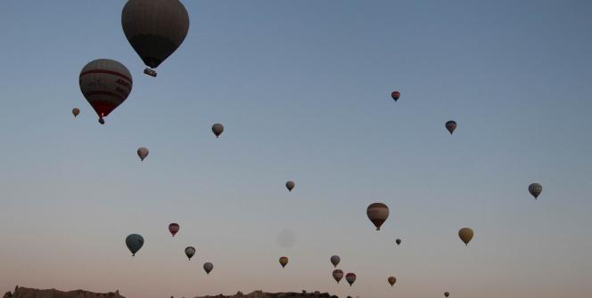 Kapadokyada gökyüzünde görsel şölen