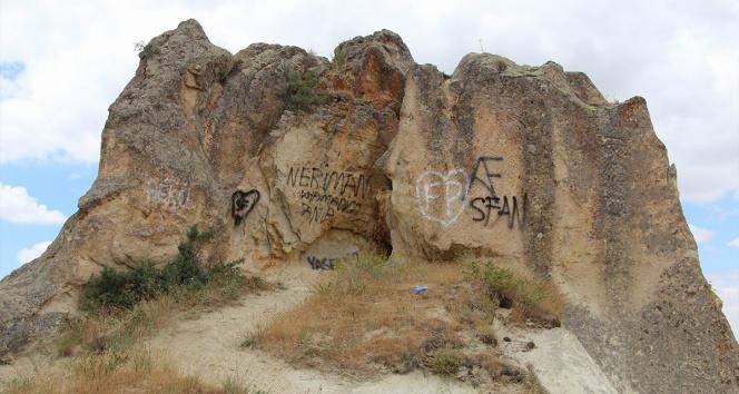 Kapadokyada peribacalarına çirkin saldırı