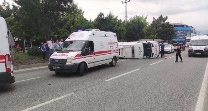 Ambulans kavşakta otomobille çarpıştı: 4 yaralı