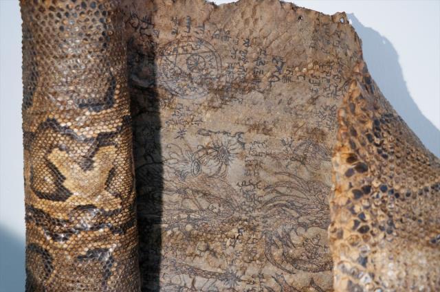 Tarihi eser operasyonunda, Ortaçağ'a ait işlemeli piton derisi ele geçirildi
