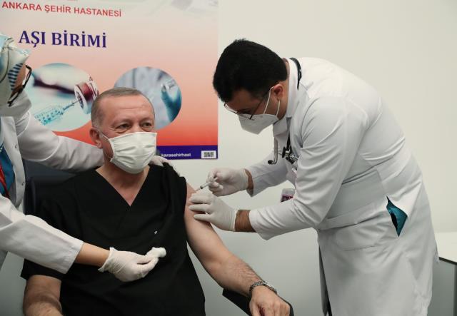 Son Dakika: Koronavirüs aşısı yaptıran Cumhurbaşkanı Erdoğan'dan siyasi parti liderlerine çağrı: Onların da aşı olmalarını istiyorum