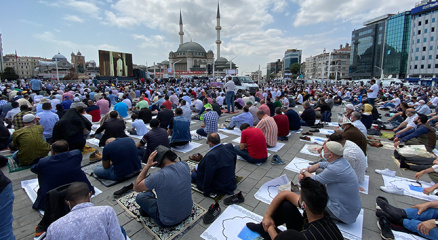 Taksim Camii ibadete açıldı