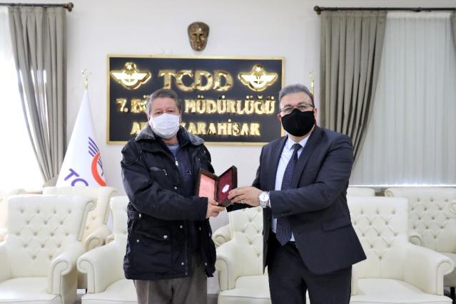 TCDD 7. Bölge Müdürlüğü emekli olan personellere köstekli saat hediye etti
