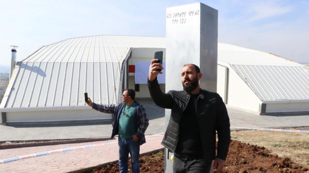 Uzay programı için Göbeklitepe'ye yerleştirilen monolitin bir benzeri Şanlurfa'da kent merkezine dikildi