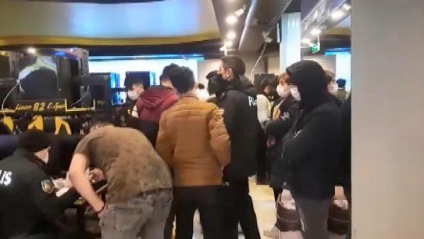 Yasağı ihlali yapan internet kafeden tam 50 kişi çıktı